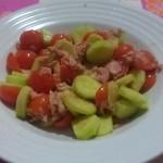 Insalata di pomodori tonno e cetrioli