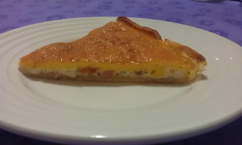 Torta salata con prosciutto cotto e parmigiano