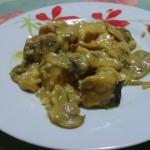 Straccetti di pollo con funghi e mandorle
