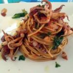 Spaghetti con ciuffi di totano e moscardini