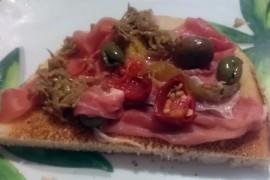 pane-tostato-prosciutto-melanzane