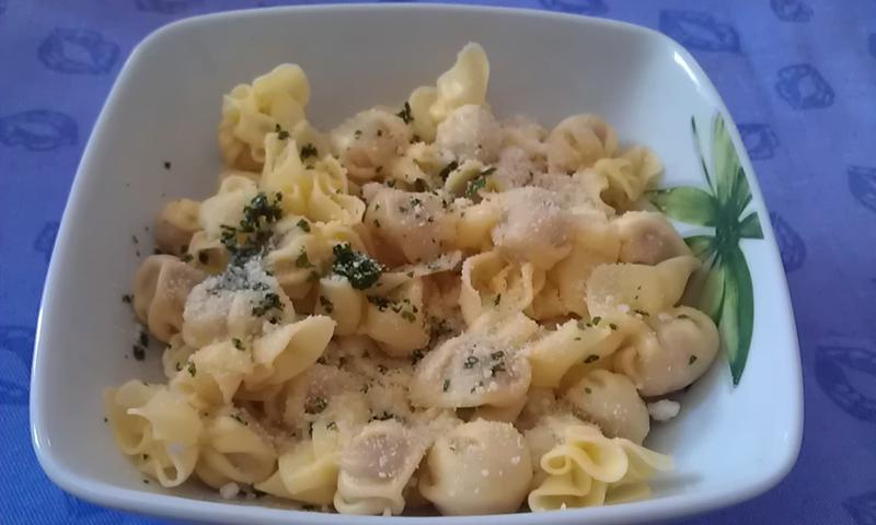 Fagottini di carne con burro e parmigiano