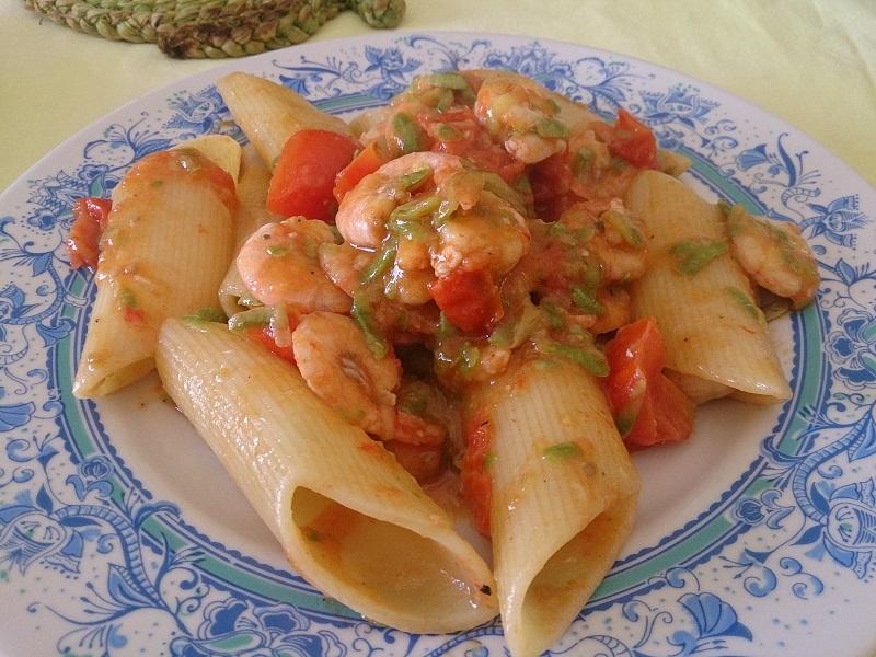 Pennoni gamberetti, zucchine e pachino