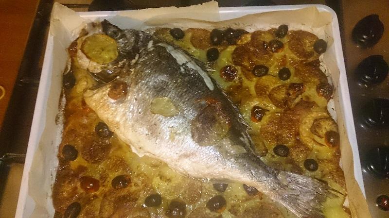 Orata al forno su letto di patate solo ricette blog - Filetto di orata al forno su letto di patate ...